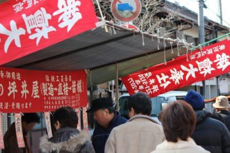 仏具のお店なんかも結構あります -覚王山 日泰寺参道の縁日-