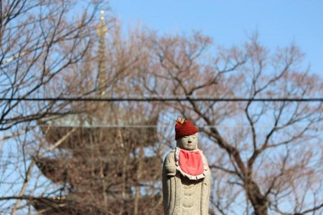 真っ赤な前掛けの似合うお地蔵様 -覚王山 日泰寺参道の縁日-