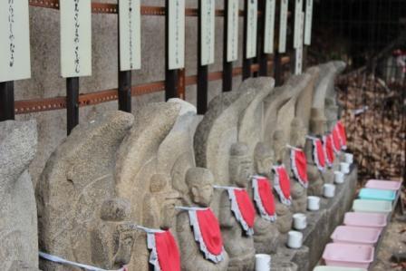 不動明王像をはじめオールスターラインナップ -覚王山 日泰寺参道の縁日-