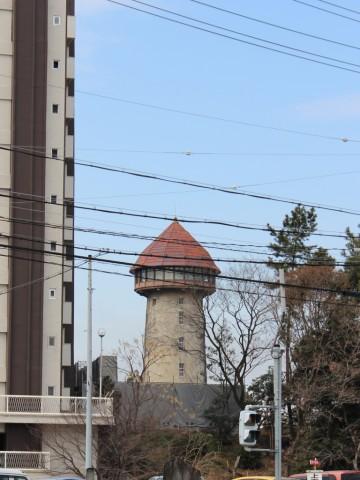 姫ヶ池通の交差点から見た東山給水塔 -東山給水塔-