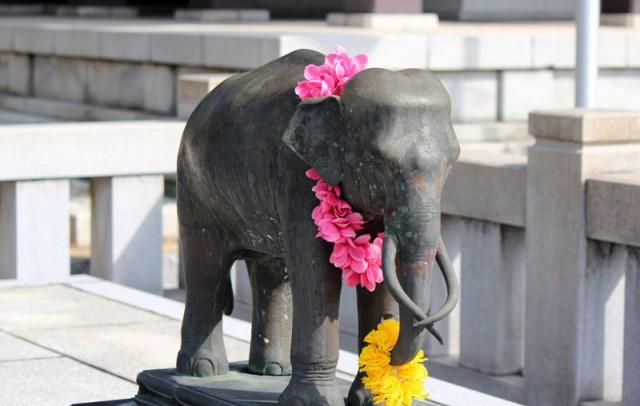 タイ国王にお伴する象さんの像